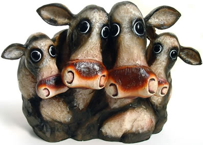 My Fa-Moo-Ly - sculpture by artist Caroline Shotton